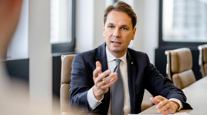 Lars Knackstedt_Gespräch Investitionen in die Zukunft